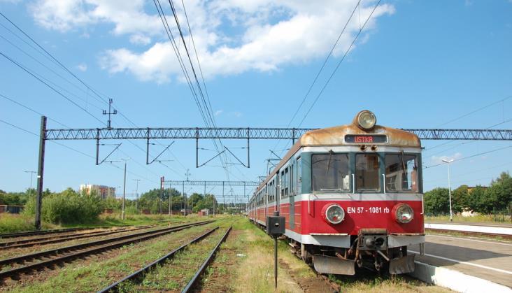 Premier Morawiecki zapowiada powrót kolei do małych miejscowości. Startuje program Kolej+