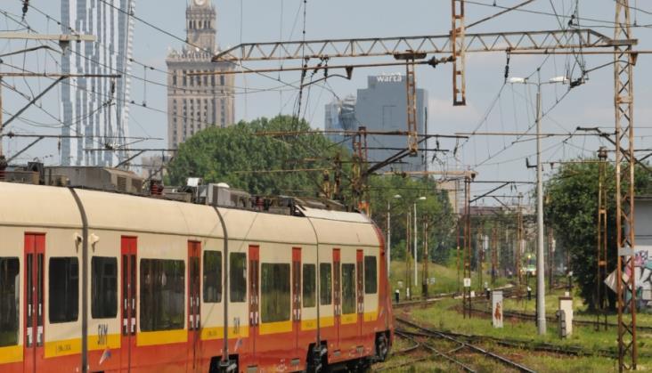 UTK: W 2018 więcej pasażerów i więcej towarów na torach