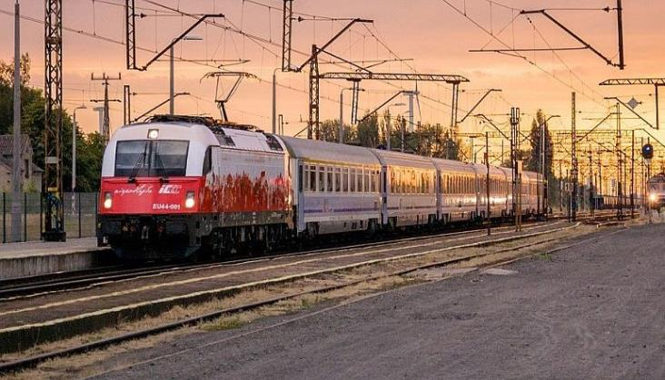 Kolejne kłopoty PKP Intercity. Ponad połowa lokomotyw Husarz nie wyjechała na tory