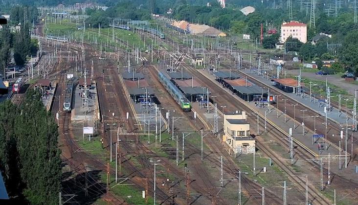 Tysiące osób ogląda sobie pociągi na Warszawie Zachodniej