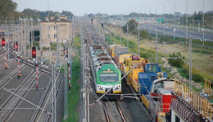 Modernizacja linii radomskiej znów wymyka się terminom