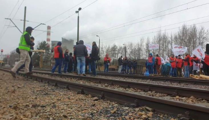 Górnicy blokują tory przy elektrowni. Protestują przeciwko importowi zagranicznego węgla