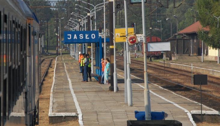 Podkarpacie dorzuci 50 tysięcy złotych na weekendowe pociągi do Jasła. Z Krakowa