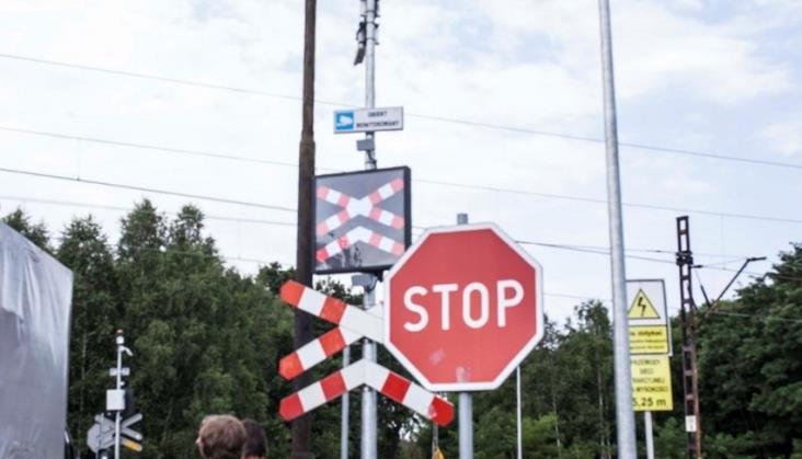 Trwają testy systemów zabezpieczeń przejazdów. Dziennie 100 przypadków niebezpiecznych