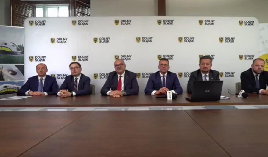 Koleje Dolnośląskie podpisały umowę na zakup Elfów 2 z Pesy