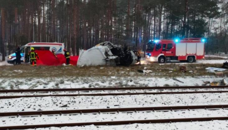 Plaga wypadków na przejazdach kolejowo-drogowych. Dwie osoby nie żyją [aktualizacja]