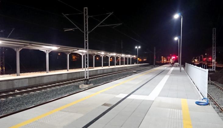 W peronach nowej stacji Lubin nie wszystkie pociągi się mieszczą