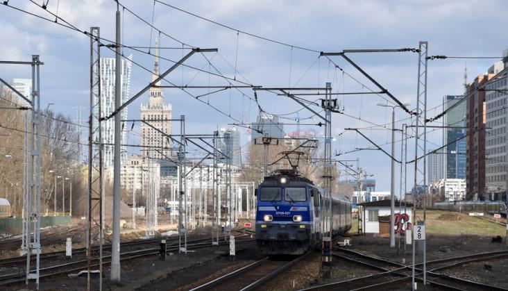 """Bilet """"Aglo-rezerwacja Warszawa"""" w ofercie PKP Intercity. Co z przejazdami w ZTM?"""