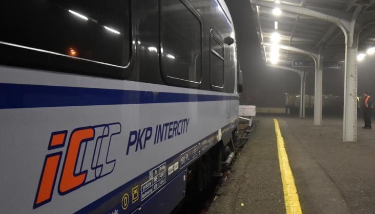 Koniec nocnych pociągów zestawionych z ezt. IC Karkonosze z lokomotywą i wagonami