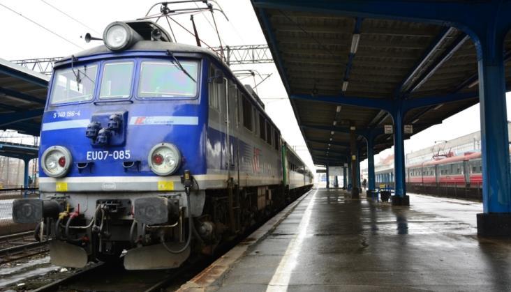 Lokomotywa Intercity EU07A idzie do naprawy