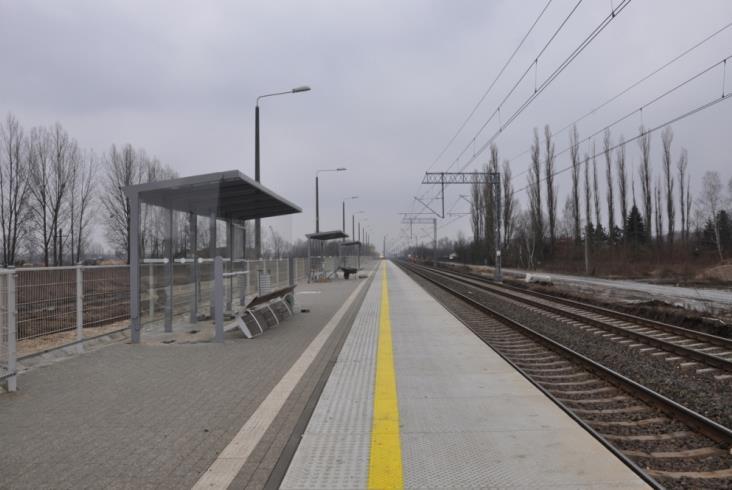 Linia radomska w pełni przejezdna w połowie roku [zdjęcia]