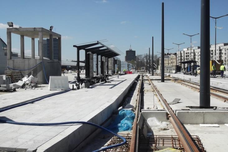 Łódź Fabryczna: Montaż sieci i budowa dróg