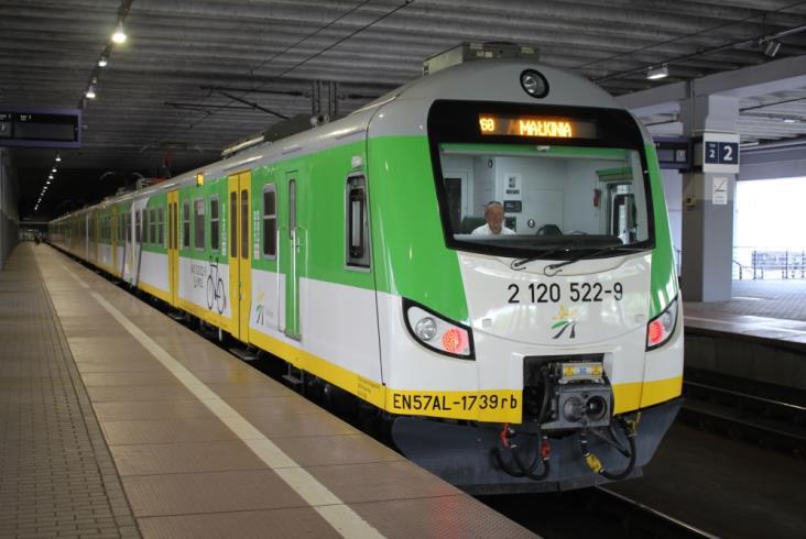KM na półmetku z modernizacją EN57