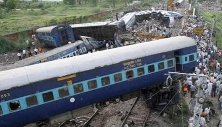Ponad 100 ofiar śmiertelnych w katastrofie kolejowej w Indiach