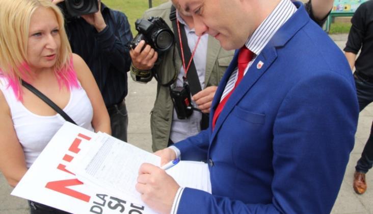 Aktywistka ze Słupska z zarzutami za prokolejową pikietę