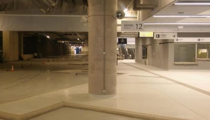 Dworzec Łódź Fabryczna niemal bez autobusów