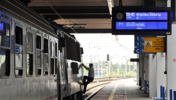 Co z projektem budowy kolejowego systemu informacji pasażerskiej?