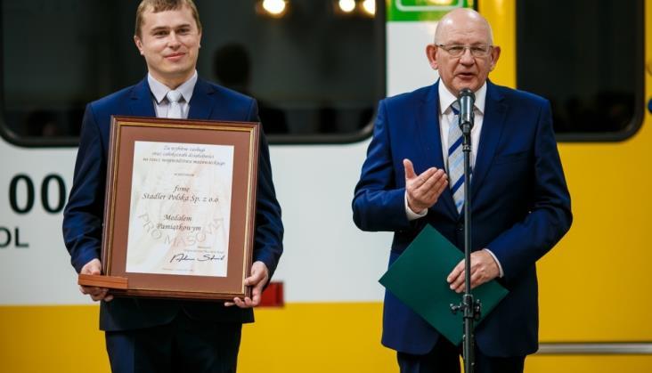 "Stadler Polska wyróżniony medalem ""Pro Masovia"""