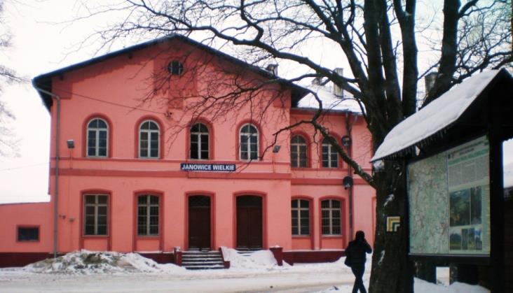 Dworzec w Janowicach Wielkich do dalszego remontu