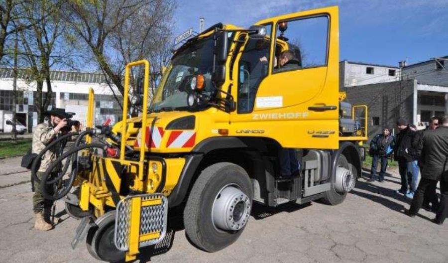 Pojazdy kolejowo-drogowe Unimog na targach Innnotrans 2016