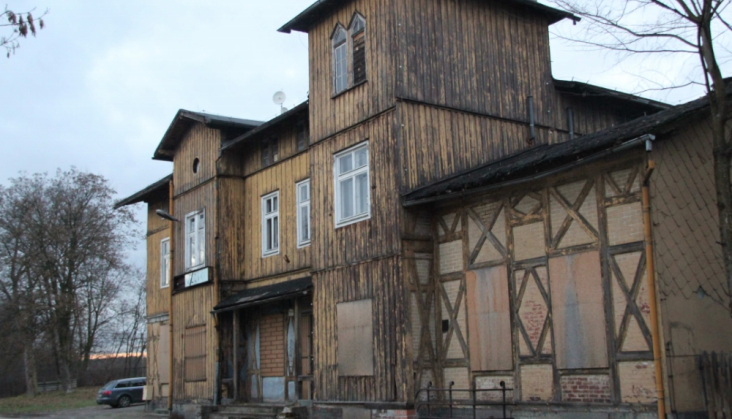 PKP SA zabezpieczą zaniedbane dworzec i wieżę ciśnień w Wieruszowie