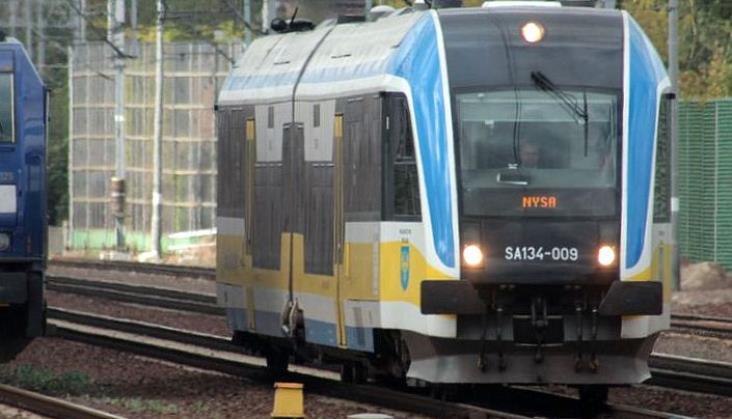 UTK nie wycofuje pociągów Pesy. Ale ostrzega przewoźników