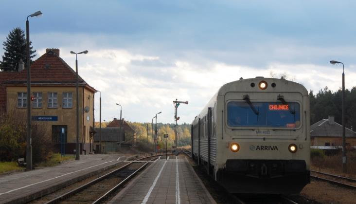 Dyżurny ruchu w Serocku zatrzymał radio-stopem jadące na siebie pociągi