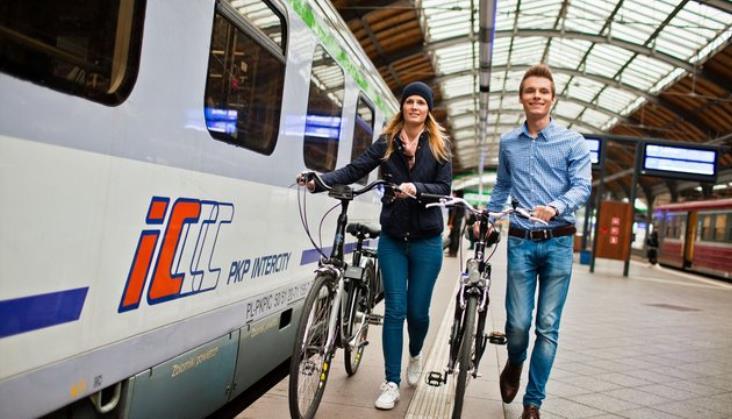 PLK montują 400 nowych stojaków rowerowych