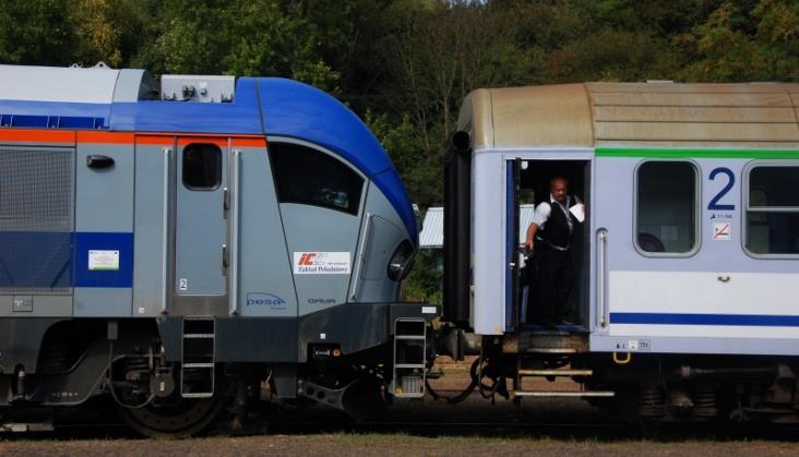 PKP Intercity z umową na elektryczno-spalinową lokomotywę Pesy