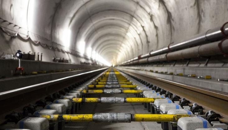 Ruszyły testy pociągów towarowych w najdłuższym na świecie tunelu kolejowym