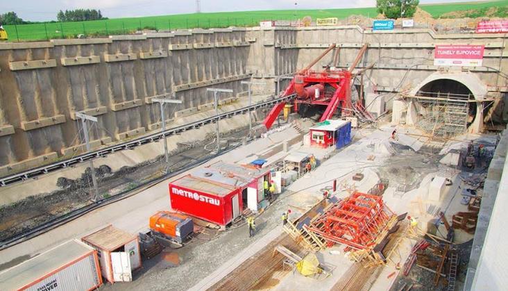 Zakończono drążenie najdłuższego tunelu kolejowego w Czechach