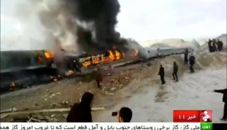 Pożar pociągu po katastrofie w Iranie. 30 osób nie żyje [aktualizacja]