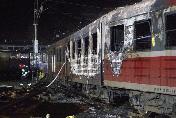 W Kołobrzegu spłonął EN57 [zdjęcia]