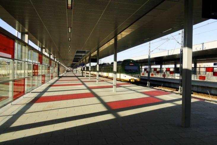 Przesiadki między koleją a metrem na Stadionie trochę mniej wygodne