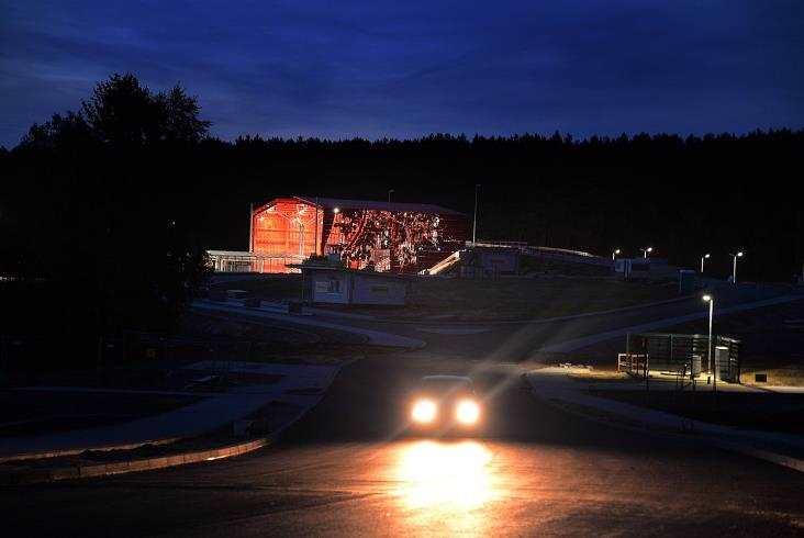 Przystanki PKM nocą