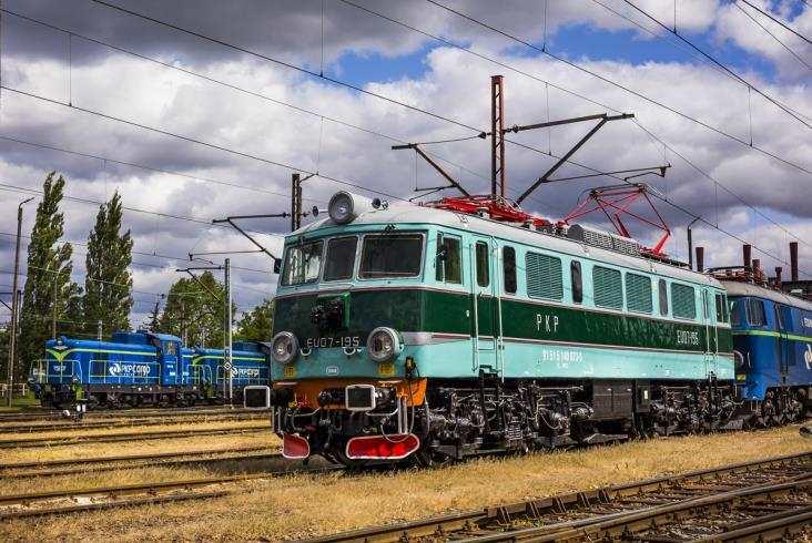 Elektrowóz EU07-195 wraca natory woryginalnych barwach