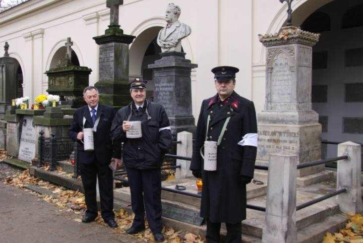 Warszawa: Spacer zaduszkowy szlakiem grobów osób związanych zkolejnictwem