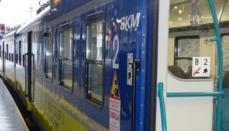 Wózek dziecięcy zakleszczony w drzwiach pociągu SKM. UTK interweniuje