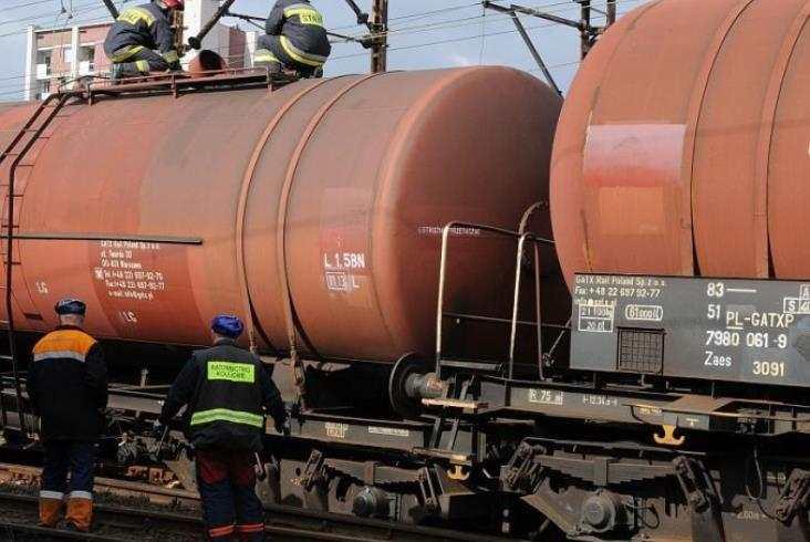 Zderzenie cystern i duży wyciek ropy pod Olsztynem