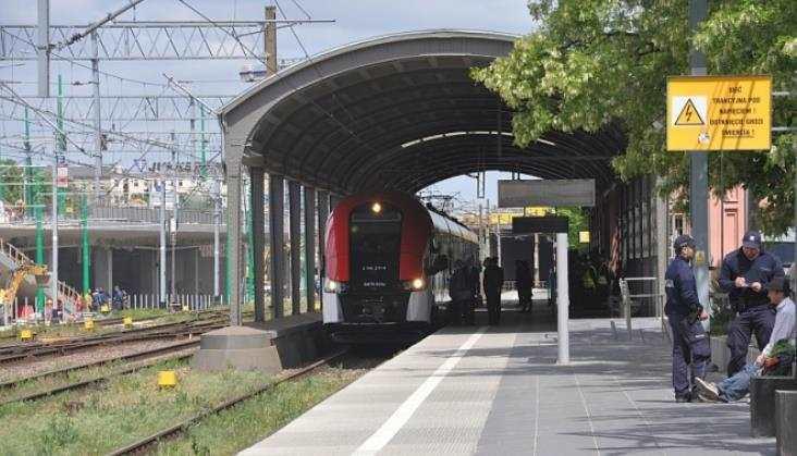KW: Drobne korekty rozkładu, nieco więcej pociągów wgodzinach szczytu
