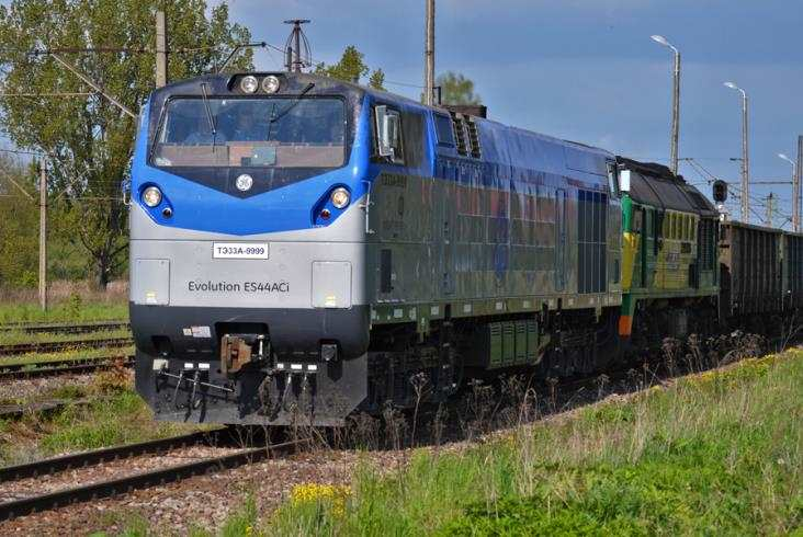PKP LHS testuje szerokotorową lokomotywę TE33A (wideo)