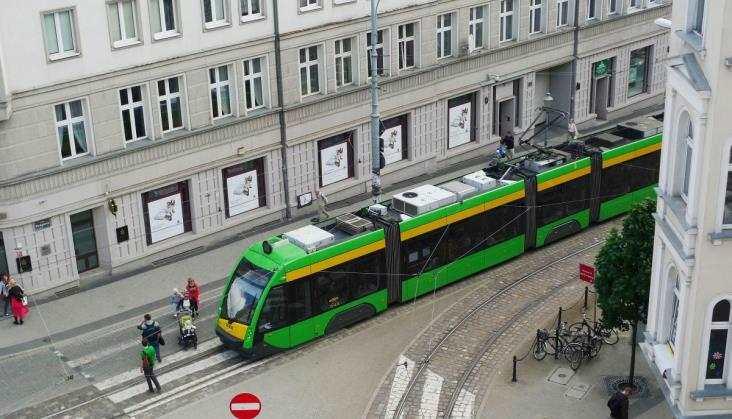 Metrobus przegrywa z tramwajem