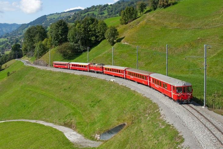 Duży kontrakt Stadlera dla pięknych szwajcarskich wąskotorówek