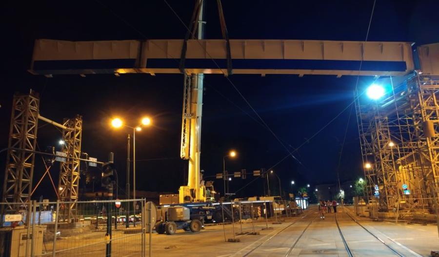Nocny montaż przęsła na łącznicy w Krakowie [nowe zdjęcia]